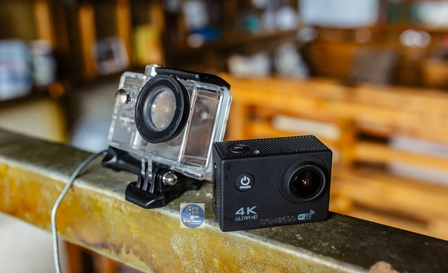 Camera SC-M100 với thiết kế nhỏ gọn, dễ dàng gắn lên mũ bảo hiểm, gắn lên xe đạp