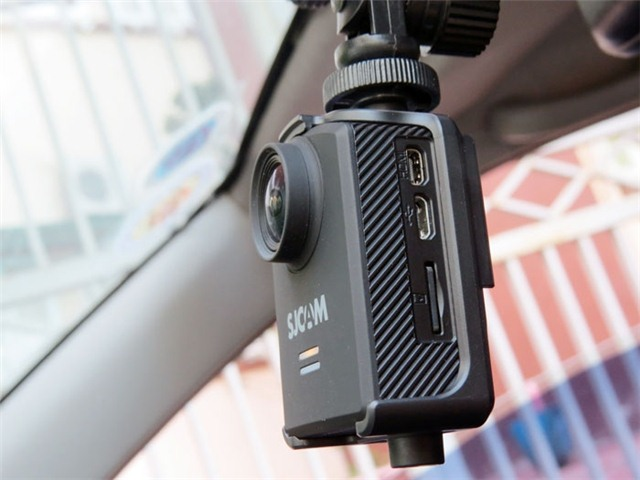 Camera SJcam M20 được gắn lên ô tô