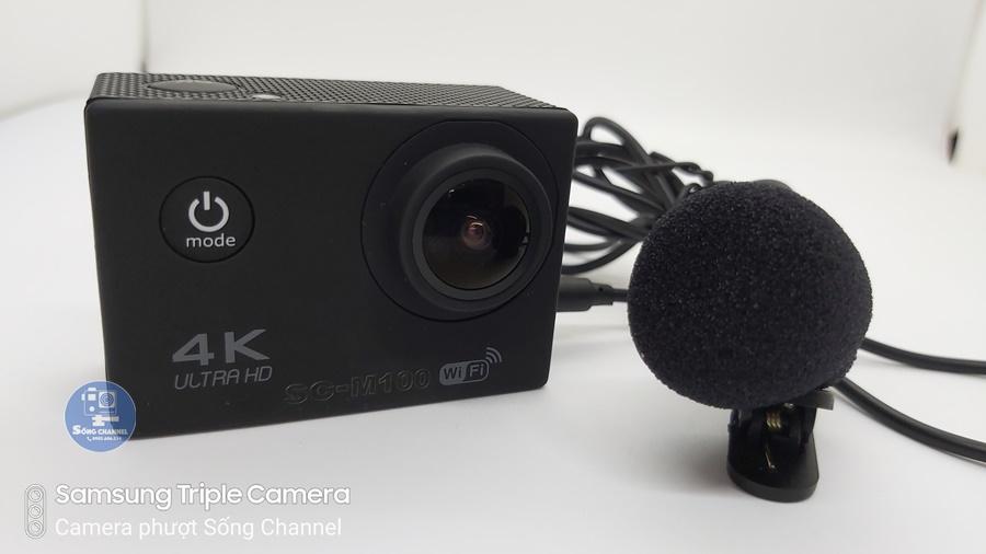 Camera SC-M100 hỗ trợ gắn mic rời, đồng thời tặng luôn mic rời