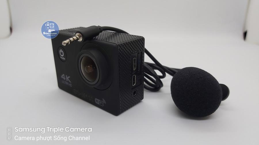 Camera SC-M100 có lỗ 3.5mm cắm mic ngoài